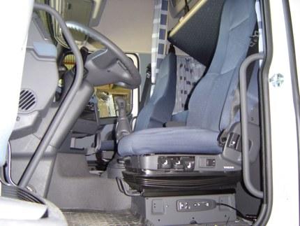 Volvo FH12 - vozačko sjedište