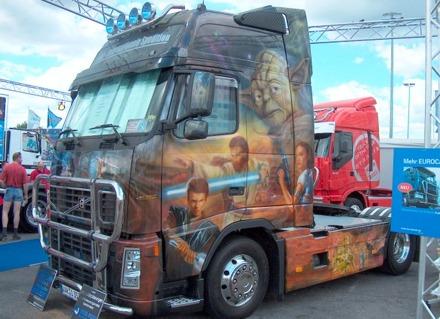 Kamion ili reklama za film?