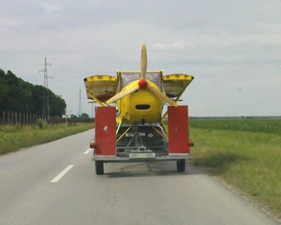 Avion na autoprikolici