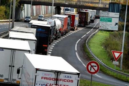 Teški kamioni na autocesti