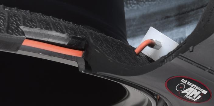 Presjek gume Goodyear - vidljiva ugrađena pumpa sustava AMT
