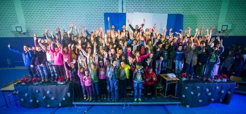 Djeca Gunje i sudionici humanitarne priredbe Radija 101
