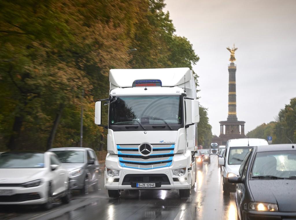 Trgovački lanac EDEKA započinje s testiranjem Mercedes-Benz eActrosa