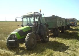 Traktor s dvije kamionske prikolice