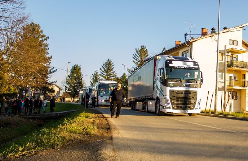 Volvo Group Croatia: prijevoz humanitarne pomoći u Gunji
